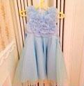 青いお花のドレス